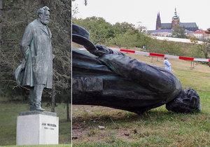 Ve středu 30. září se vrátila bronzová socha Jana Nerudy na své místo.