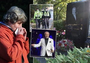 Hrob Karla Gotta na výročí jeho smrti praskal ve švech...