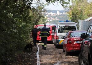 V chatové osadě našli při požáru chaty mrtvé tělo.