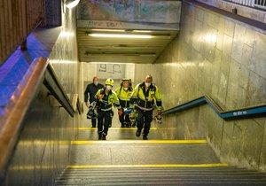 Osobu v tunelu mezi Vyšehradem a Pražského povstání srazilo metro.