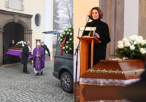 Desperate Ester Janečková after the fight with the covid: Touching words over her mother's coffin!