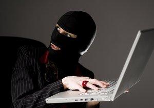 Senior naletěl internetovým podvodníkům. Ilustrační foto.