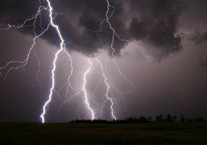 Bouřky mohou být ve středu velmi silné.