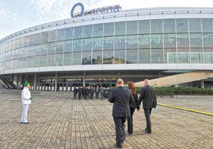 Sazka se dál potápí, O2 arena pořádá drahé mejdany