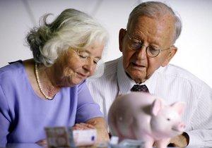 Výplatní termíny důchodů se již tradičně koncem letošního a začátkem příštího roku posunou. Prosincové důchody dostanou lidé dříve, naopak důchody s termínem výplaty 2. ledna mohou být v některých případech připsány na účet až o den později. (ilustrační foto)