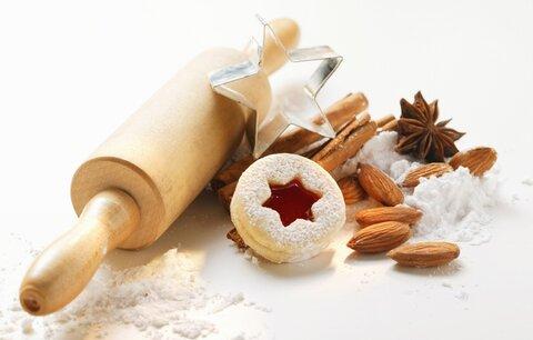 Nestíháte? Upečte z jednoho těsta 6 druhů cukroví!