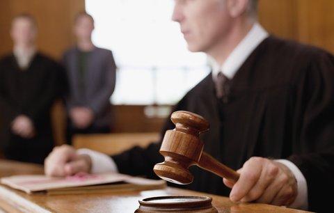 Šokující obvinění: Litoměřická soudkyně týrala svou dceru. Přesto dál soudí