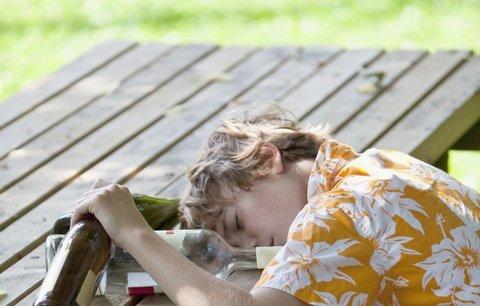 Jedenáctiletý chlapec z Přerova se opil slivovicí: Bezvládného hocha odvezla sanitka