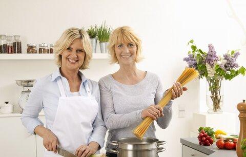 Víme, jak na to: 3 skvělé tipy, jak si doma nasušit koření!