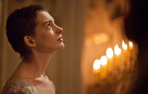 Proměny Anne Hathaway: Z krásné královny tuberačkou