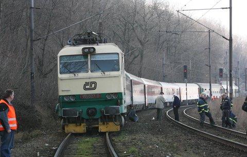 Vlak u Satalic zabil muže: Neštěstí zastavilo na trati provoz