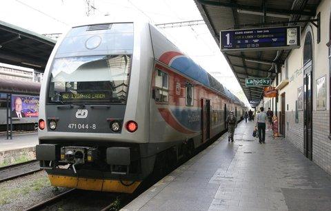 """Vlak se rozjel při vystupování: Matky to stihly, děti jim ujely! ČD se jim """"vysmály"""""""