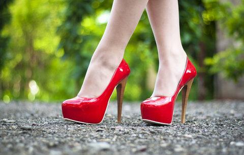 Kurz chůze na podpatcích: Už žádné klopýtání!