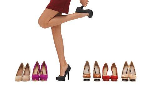 Pozor na nohy: 5 typů bot, které vám zničí nohy i zdraví