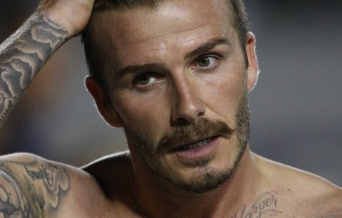 Movember je tu! Posuďte, komu sluší knír a kdo by se měl v listopadu schovat!