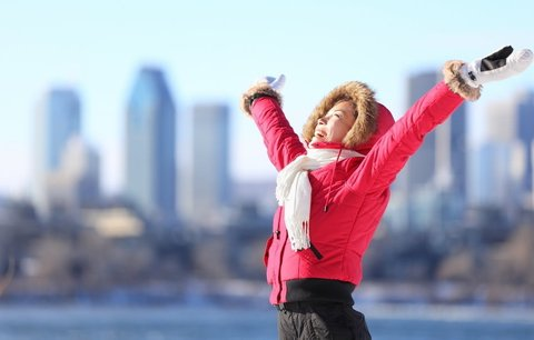 Zaútočte na chmurné šedivé dny s barevnými zimními outfity!