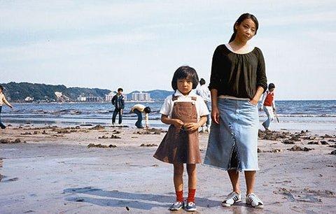 Návrat do minulosti: Japonská fotografka na fotkách potkává své mladší já
