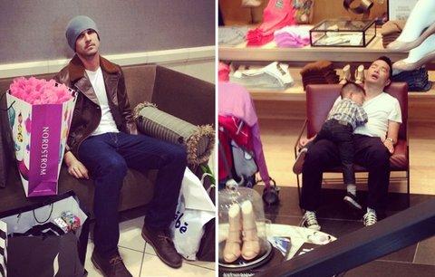 Nuda v nákupním centru. Fotky zoufalých mužů vás pobaví