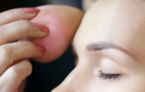 Na vlastní kůži:  Čím nejlépe nanášet make-up!
