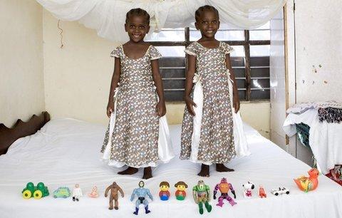 Děti z celého světa a jejich hračky: Někdo má panenky, jiný špinavého plyšáka