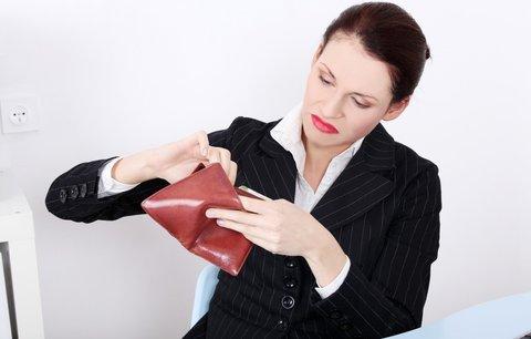 Diskriminace žen! Na platech je berou na hůl!