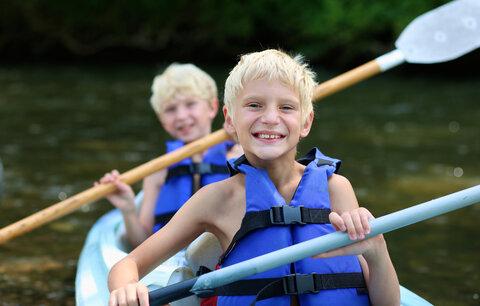 7 potíží, které děti vozí z tábora. Vši, ale také mononukleózu