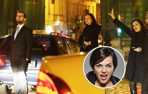 Haló, taxi! Naštvaná Marta Jandová marně čekala na odvoz