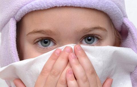 Rýma, kašel a školka: kdy tam dítě poslat a kdy už ho nechat doma?