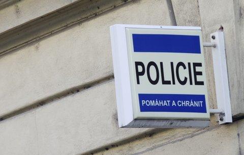 Chlapec přechytračil zkušeného zločince: Ukradený batoh vyměnil za horkou čokoládu