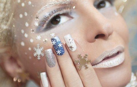 Vánoční nehty: Inspirujte se motivy, které zvládnete i doma