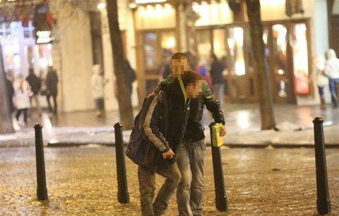 Opilecký hluk ruší obyvatele Prahy 2: Radnice chce omezit otevírací dobu restaurací