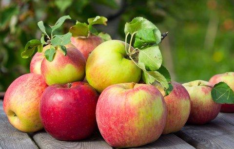 6 tipů, jak využít jablka. Zabrání vysušení kuřete a prodlouží čerstvost koláčů