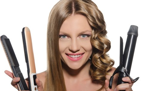 Nejčastější chyby, které děláte při žehlení a kulmování vlasů!