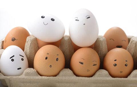 Skladujete vajíčka volně v lednici, a navíc ve dveřích? Děláte velkou chybu!