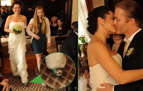 Foto ze svatby Kodetové aŠporcla: Houslista bez šátku, Bára v botách pro vodníka