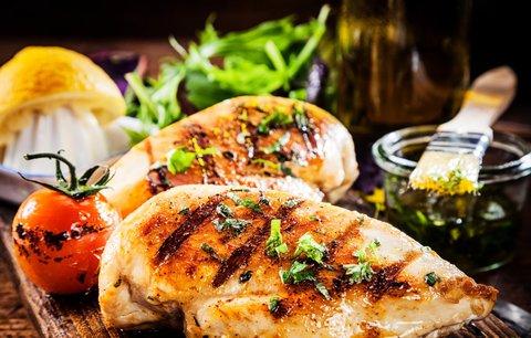 VIDEO: Jak naporcovat kuře a připravit z něj čtyři skvělé večeře