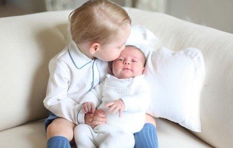 Kate a William dnes pokřtí princeznu Charlotte: Poprvé na veřejnosti jako rodina