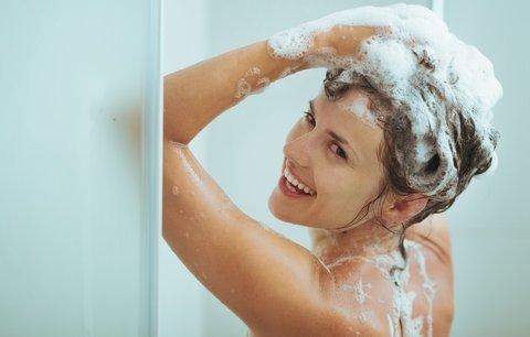 Test regeneračních šamponů a kondicionérů: Který vrátí vlasům po létě lesk a výživu?