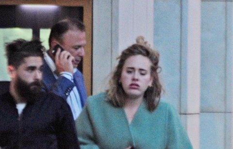 Poznali byste ji? Zpěvačka Adele se maskovala v ulicích Londýna