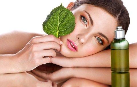 Zázrak jménem tea tree: Funguje proti akné, na růst vlasů i proti puchýřům