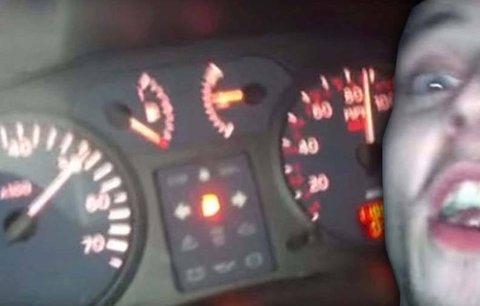 Zpomal, brácho! Sjetí přátelé uháněli v autě 145 km/h a natočili svou smrt
