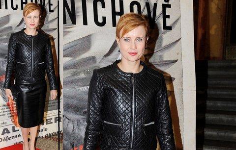 Styl podle celebrit: Už máte ve svém šatníku koženou sukni, jakou nosí i Jitka Schneiderová?