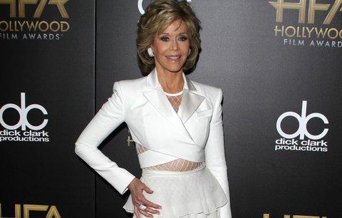 Nestárnoucí Jane Fonda v odvážném outfitu! Nebála se ani volánků!