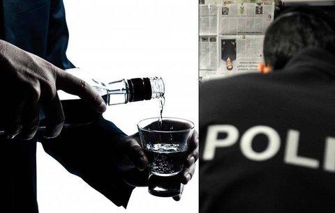 """Policie """"pročesává"""" hospody i obchody na Kladensku. Hledá smrtící metanol"""