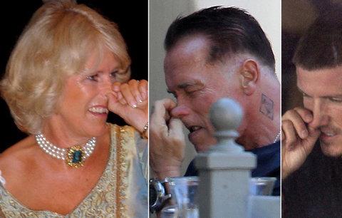 Hollywoodští lovci holubů! Podívejte se, jak si celebrity čistí nos na veřejnosti