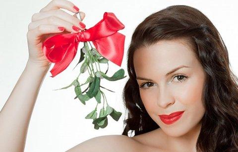Chcete si přičarovat lásku? O Vánocích vám s tím pomůže jmelí!