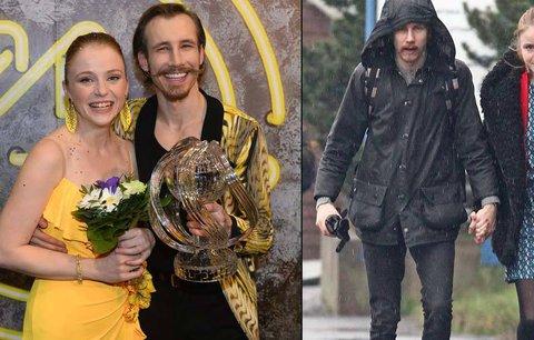 Láska jim vydržela i po StarDance: Maruška Doležalová s tanečníkem Zelinkou ruku v ruce