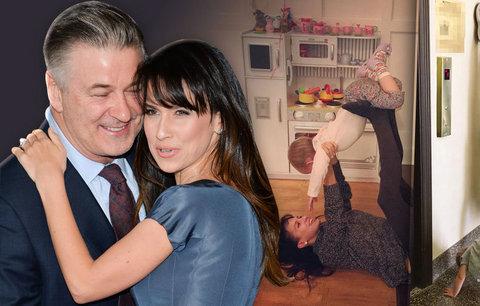 Manželka herce Baldwina rýpe do žen na mateřské: Nevymlouvejte se na děti a cvičte jako já!