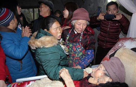 Unesená žena se po 40 letech setkala s umírající matkou na smrtelné posteli
