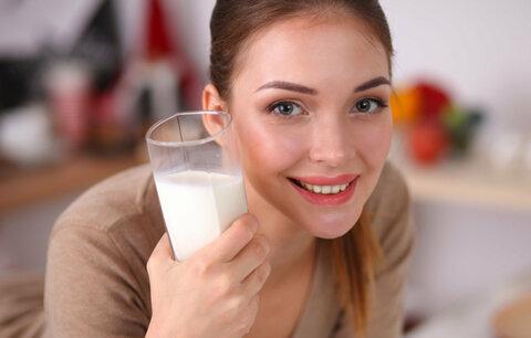 Mléko během nachlazení? Rozhodně vás nezahlení!